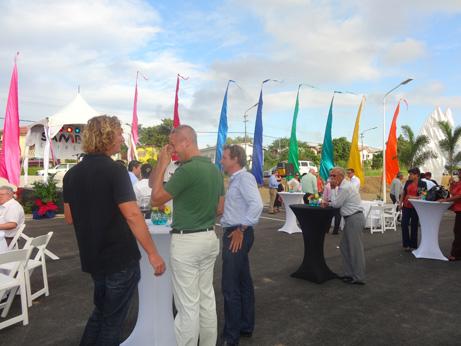 Nuevo centro comercial en curacao tours al caribe blog for Centro comercial aki piscinas precio